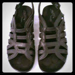 3X25.  Women's nwot sandals easy Street